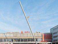 Man walking to Sky:Nils Klinger.jpg