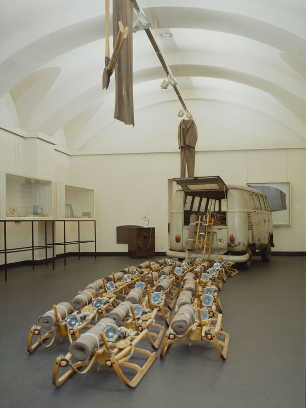 MHK_Joseph-Beuys-Raum mit The Pack (Das Rudel)_M10121.jpg