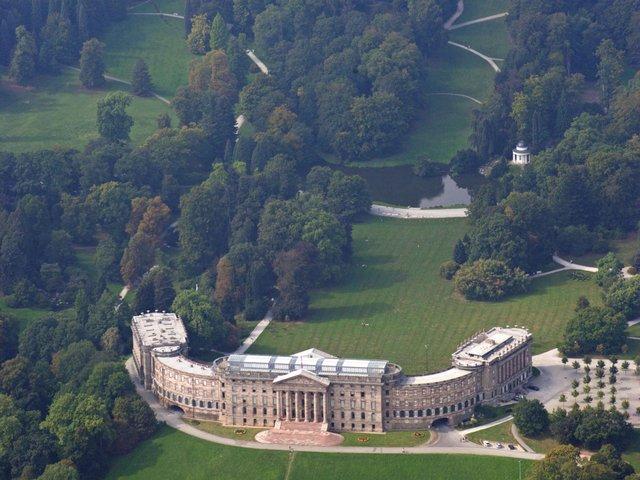 MHK_Luftaufnahme Schloss Wilhelmshöhe_Foto Arno Hensmanns_MA11292.jpg