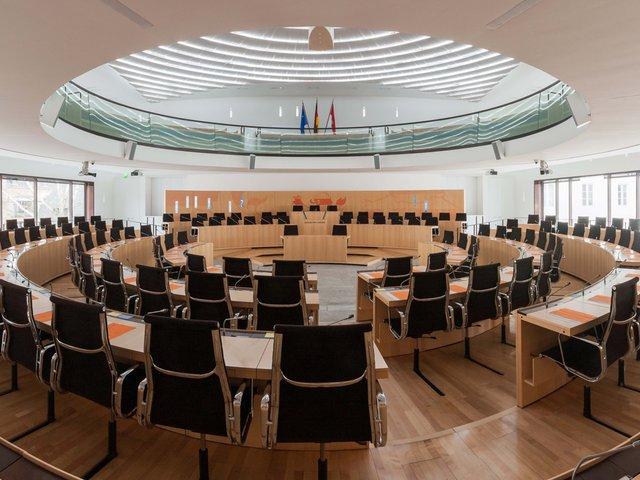 Hessischer_Landtag_-_Plenarsaal.jpg