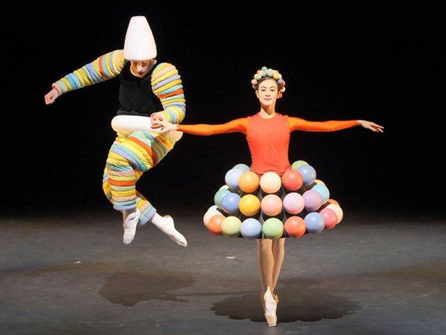 Das triadische Ballett_rosa-reihe_sebastian-goffin--marta-navarrete-villalba_wilfried-hosl.jpg