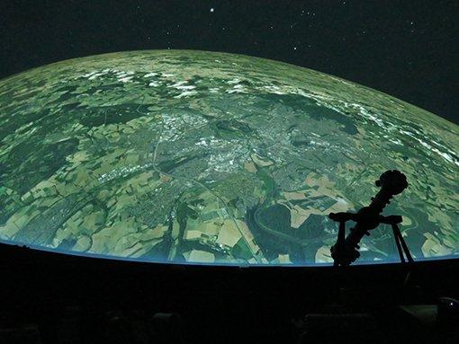 MHK_Blick auf die Erde mit Kassel_Planetarium_c_Laura Winter.jpg