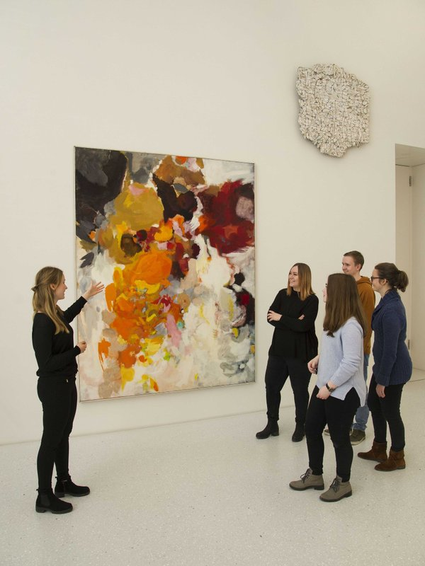 Jugendliche in der Neuen Galerie © MHK.jpg