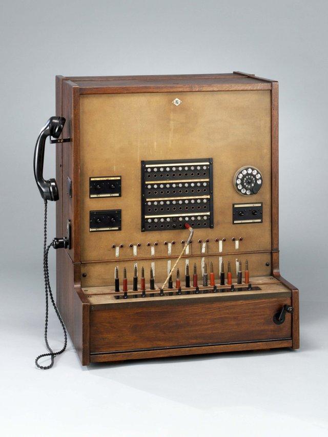 MHK_Telefonvermittlung © Arno Hensmanns_Astronomisch Physikalisches Kabinett.jpg