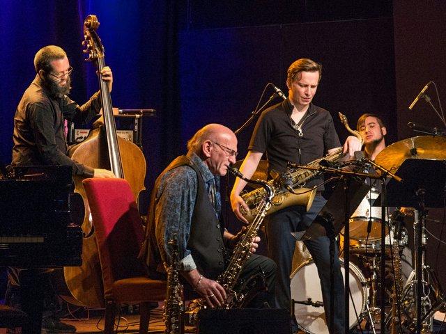 Jazz im tif - von links Robert Landfermann, Dave Liebman, Sebastian Gille, Nathan Ott (foto-w.gonaus).jpg