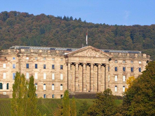 Schloss wilhelmshöhe.jpg