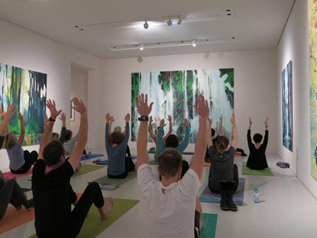 Yoga in der Neuen Galerie